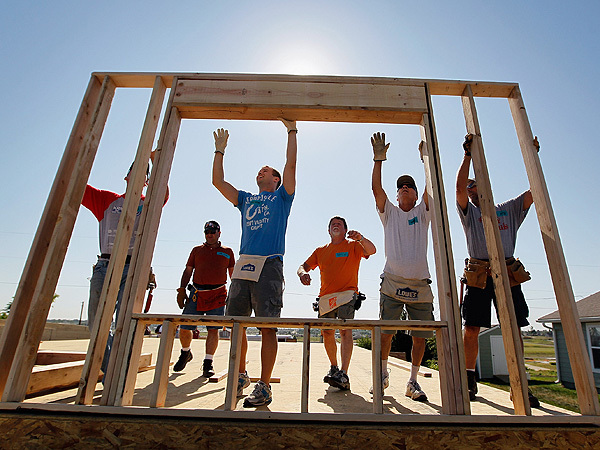 volunteer to build houses with Habitat for Humanity of Wayne County New York